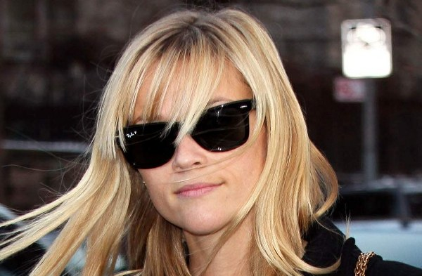 Reese Witherspoon con gafas de sol Rayban Wayfarer 2140